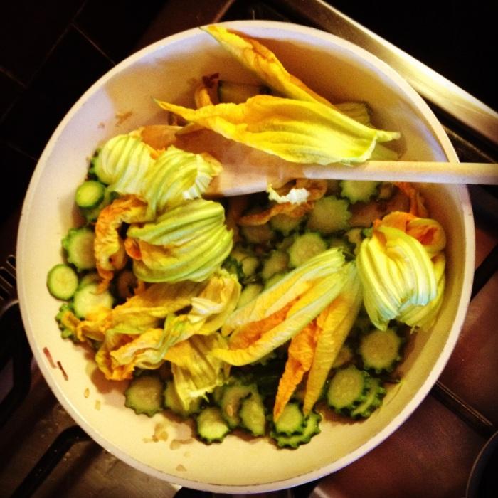 zucchine dell'orto e fiori di zucchina