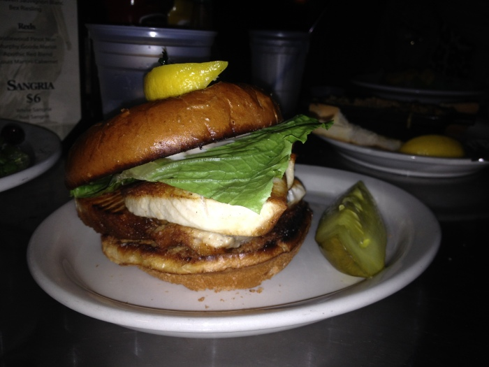 Fish Burger al The Salty Pelican